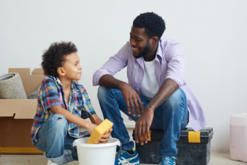 Kids can fight doing chores unless we chose the right ways to keep them motivated to help out the family. Find our 7 tips for helping motivate kids with chores.